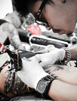 Tattoo artist Mint